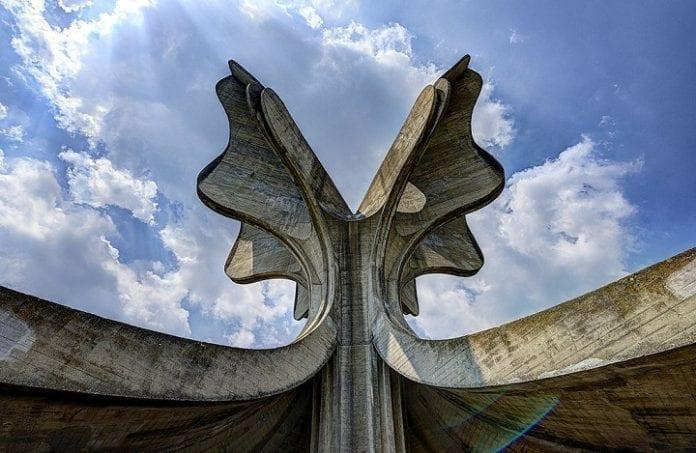 Memorial YAsenovats na meste kontsentratsionnogo lagerya