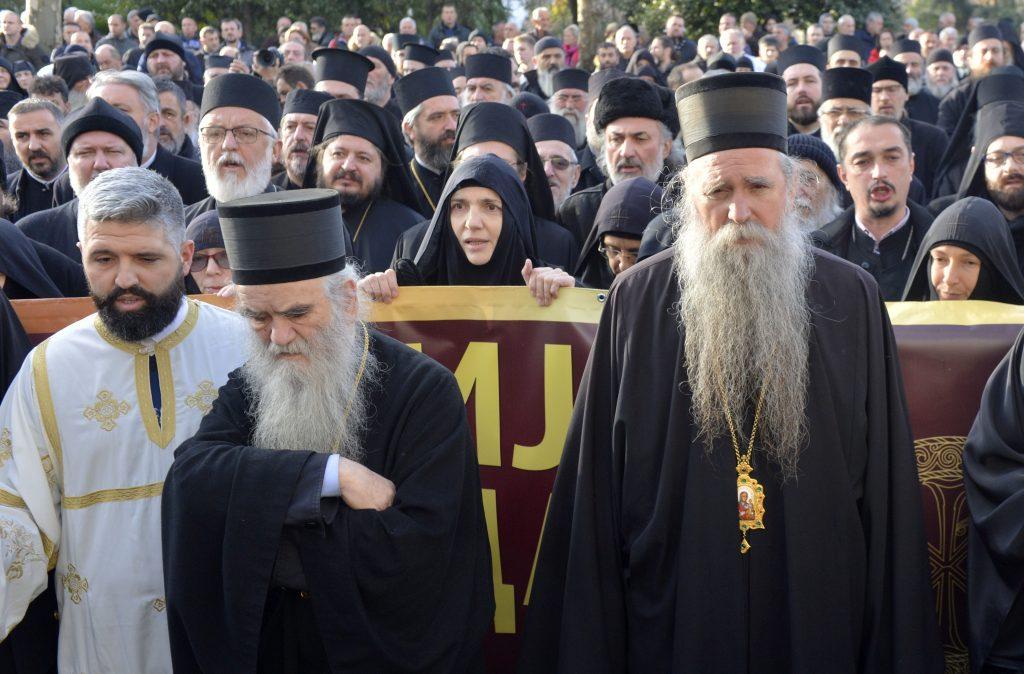 Svestenstvo na ulici Podgorice to je pocetak svih desavanja. Citanje proglasa crkve 4