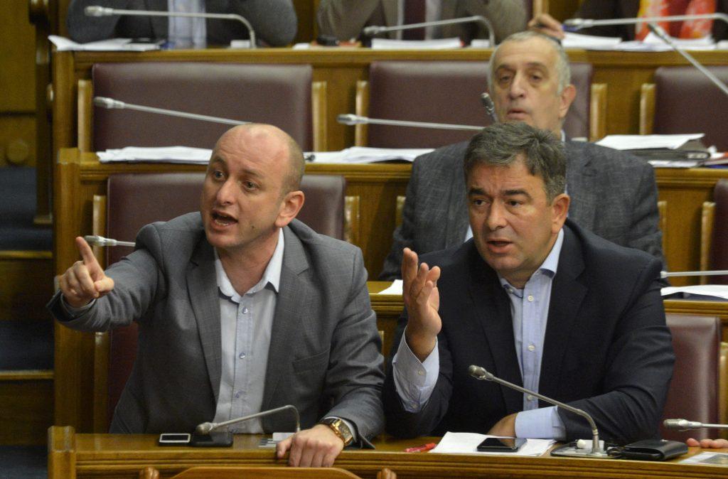 Poslanik DF Milan Knezevic ostro reaguje na obrazlozenje