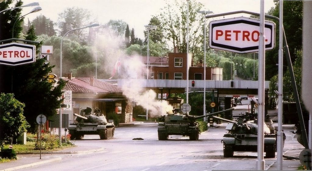 Teritorialci so z armbrustom zadeli tank v kri i u pred MMP Ro na Dolina.