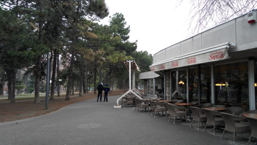 Kafe snaruzhi