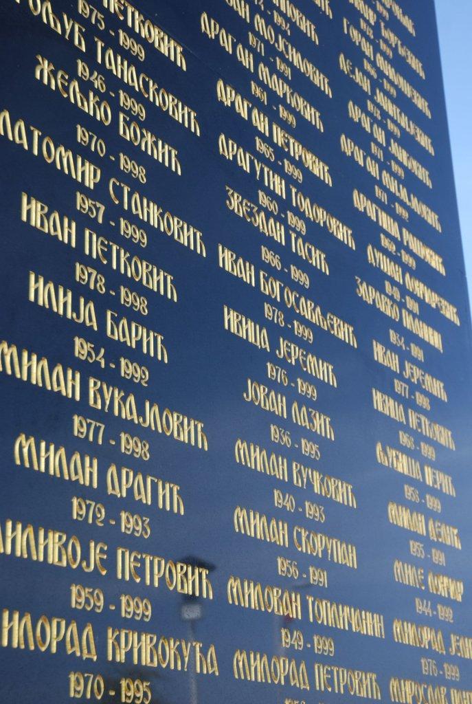 42279 krusevac ispisana imena heroja foto s.babovic orig