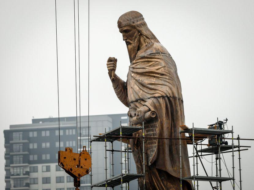 postavljanje spomenika stefanu nemanji 1 830x0 1
