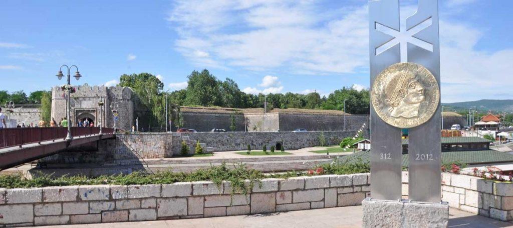 spomen obelezje caru konstantinu christogram monument 1170x521 1