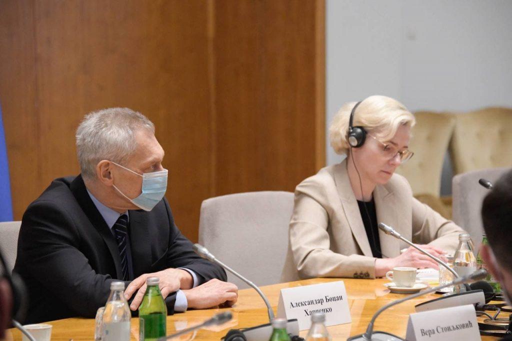 Ministar Popovic sa delegacijom RF povodom proizvodnje vakcine Sputnjik V u Srbiji 1102 2021 1 1024x682 1