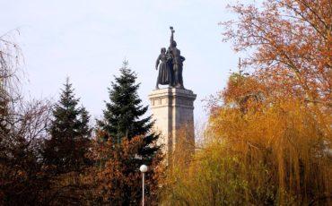 800px Soviet army monument in Sofia