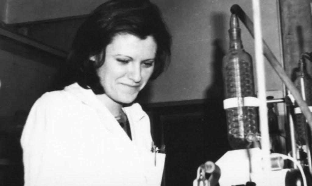 1. Katalin Kariko v nauchno issledovatelskoj laboratorii Vengerskoj akademii nauk 1980 god telegraph.co .uk