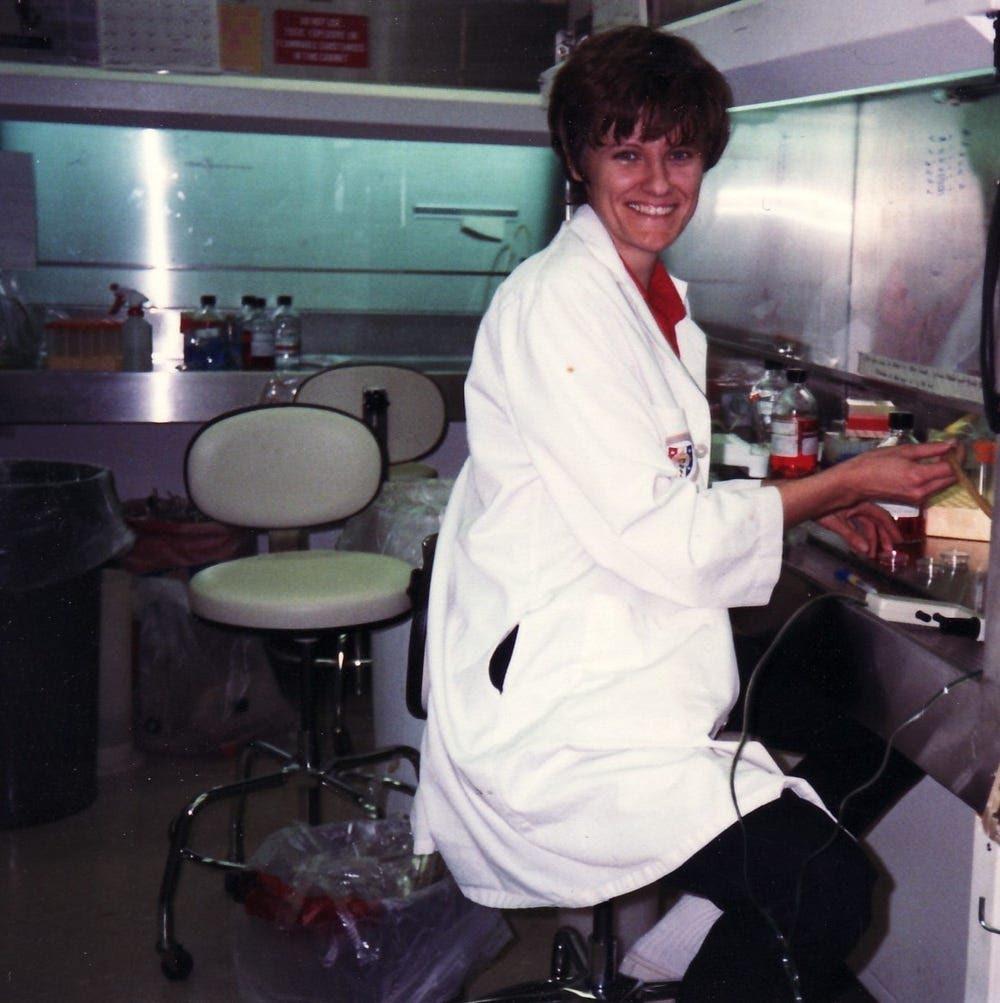 2. Kariko v laboratorii 1989 god businessinsider.com
